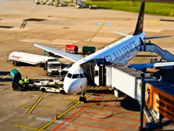 How Airlines Use SMS Notifications and Marketing in Their Business